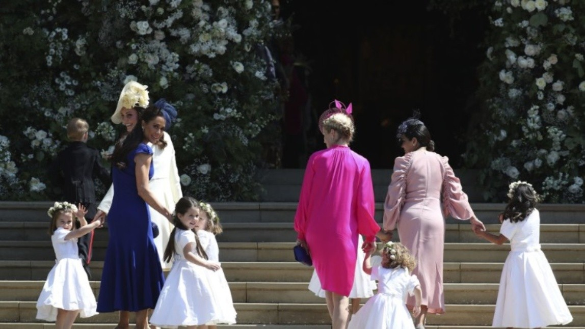 Kate Middleton, duquesa de Cambridge, junto a las damas de honor.