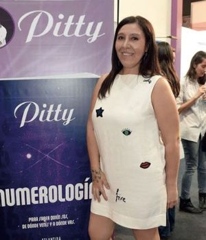 Pitty, de frente.
